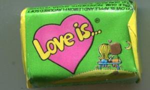 Жевательная резинка 2013  Love is зеленая